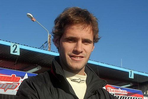 Emiliano Gonz�lez cambia de auto y marca