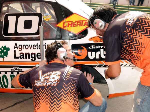 Trabajos en el JCB Motorsport