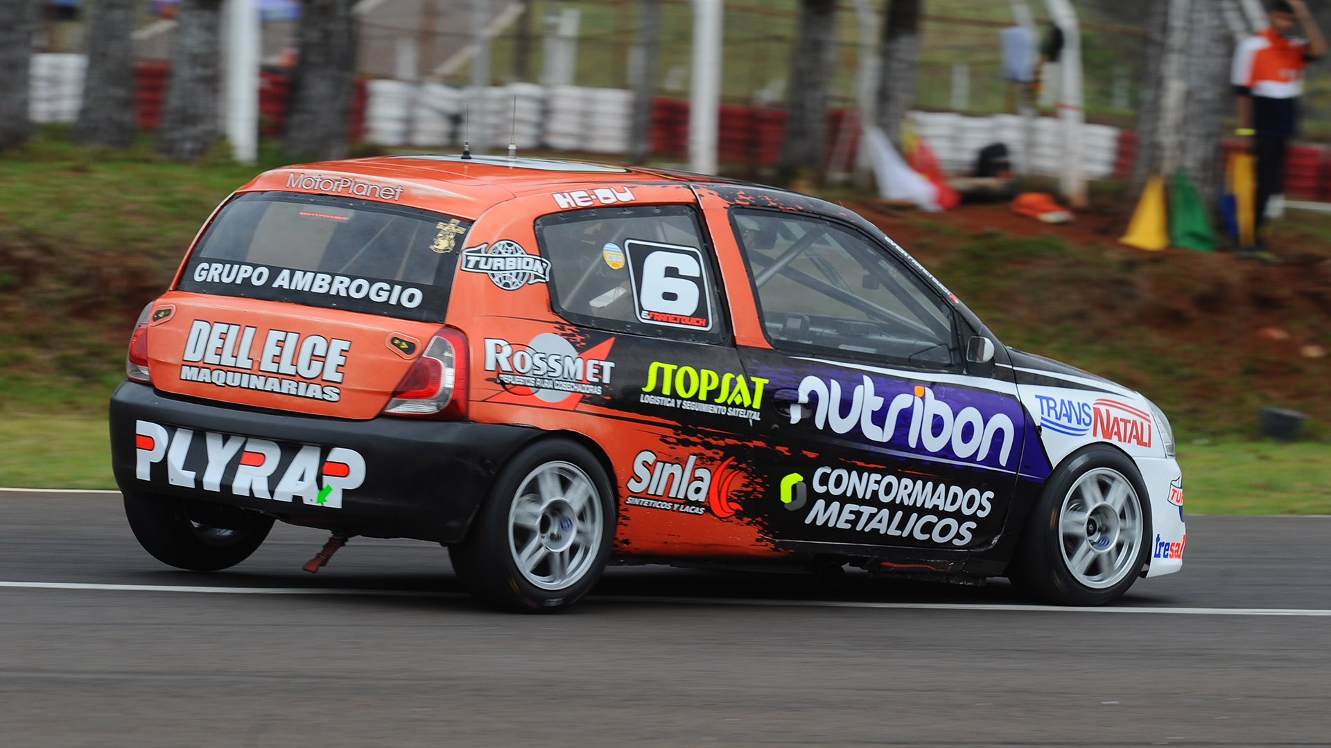 EMB Pro Racing alquila Renault Clio